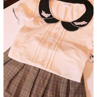 ロディスポット(LODISPOTTO)のロディスポット 丸襟 フラワー刺繍 ブラウス(Tシャツ/カットソー)