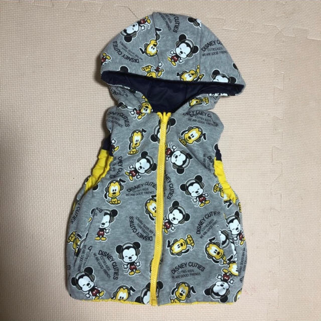 Disney(ディズニー)のディズニー リバーシブル ダウンベスト フード付き 90cm キッズ/ベビー/マタニティのキッズ服男の子用(90cm~)(ジャケット/上着)の商品写真