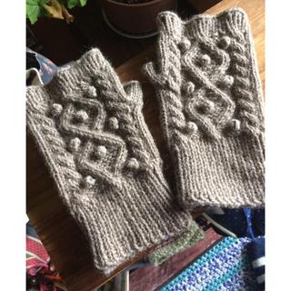 ポップル編みが可愛い、アラン模様のハンドウォーマー☆アグネス様専用です!(手袋)