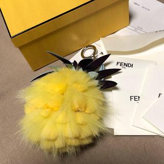 フェンディ(FENDI)のフェンディ  FENDI  ファーパイナップル  チャーム 箱、証明書あり(バッグチャーム)