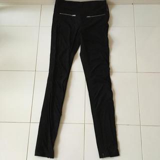 ザラ(ZARA)のZARA  黒 パンツ 未使用(スキニーパンツ)