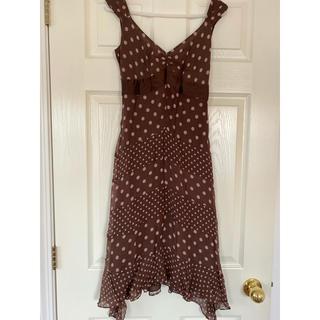 ビーシービージーマックスアズリア(BCBGMAXAZRIA)のドットワンピースドレス(ミディアムドレス)