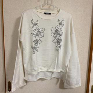 merlot - メルロー  胸元刺繍 トレーナー