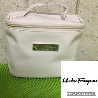 フェラガモ(Ferragamo)の未使用 フェラガモ☆化粧ポーチ バニティ ホワイト(ポーチ)