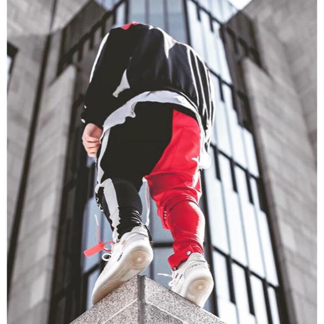 Supreme(シュプリーム)の✴︎即日発送✴︎サイドライン ジョガーパンツ メンズのパンツ(デニム/ジーンズ)の商品写真