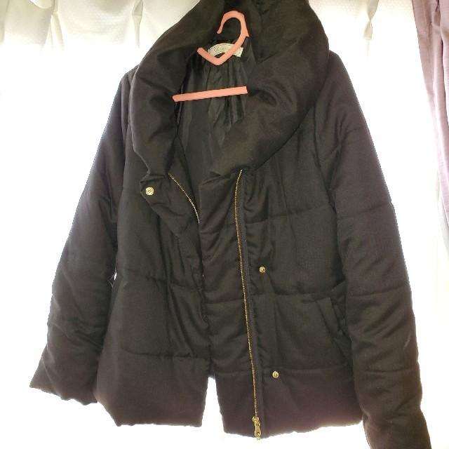 軽量 ボリューム ゴールド ボタン ファスナー アウター ブラック  レディースのジャケット/アウター(その他)の商品写真