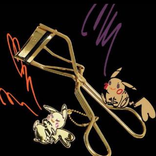 シュウウエムラ(shu uemura)の2019クリスマス限定♡大人気♡シュウウエムラ ピカチュウ コラボ♡ビューラー(コフレ/メイクアップセット)