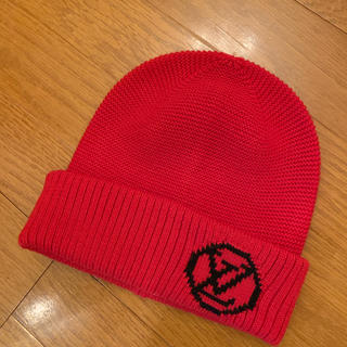 ルイヴィトン(LOUIS VUITTON)のルイヴィトン 赤 ニット帽 ユニセックス(ニット帽/ビーニー)