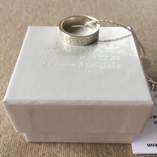 マルタンマルジェラ(Maison Martin Margiela)の19AW新品L メゾンマルジェラ ナンバリングロゴ FRAGILE リング 今期(リング(指輪))