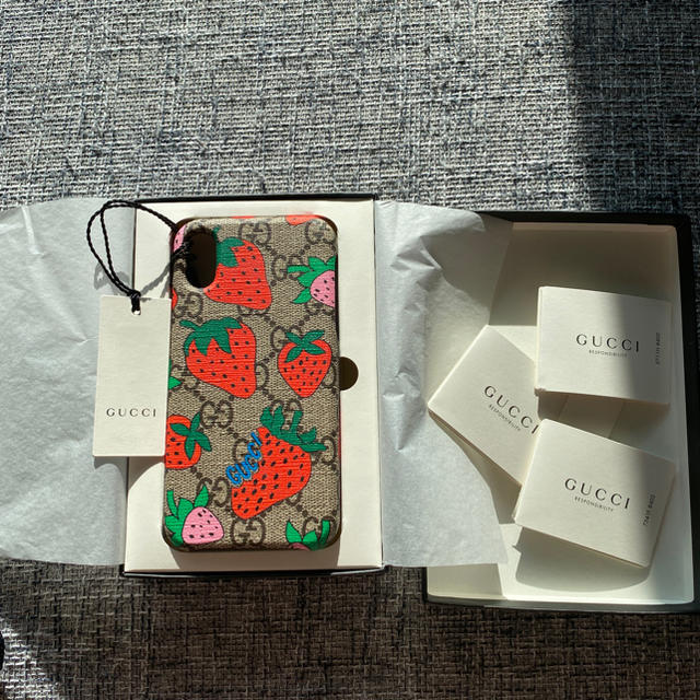Gucci - GUCCI  iPhone X.XSケース ストロベリーの通販