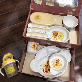 コンビ(combi)のコンビ☆プーさんのベビー食器セットBOX&ベビーマグ(離乳食器セット)