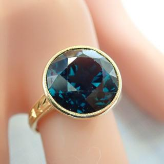 ■K18 合成ブルースピネルリング■ミル打ち 覆輪留め 穴透かし■アンティーク (リング(指輪))