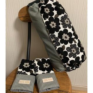 《北欧風花柄黒×ヒッコリー》抱っこ紐収納カバー&よだれカバー☆Lサイズ☆(外出用品)