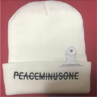 ビッグバン(BIGBANG)のPEACEMINUSONE ニット帽 白(ニット帽/ビーニー)