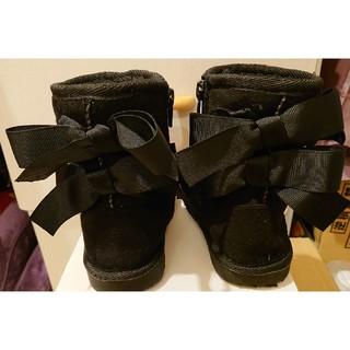 プティマイン(petit main)のリボン付きムートンブーツ(クロ)(ブーツ)