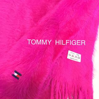トミーヒルフィガー(TOMMY HILFIGER)のTOMMY  HILFIGER❤︎ショッキングピンクふわふわマフラー 未使用(マフラー/ショール)