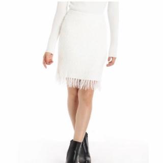 ロイヤルパーティー(ROYAL PARTY)のROYAL PARTY  裾フリンジシャギーニットスカート 白 新品(ひざ丈スカート)