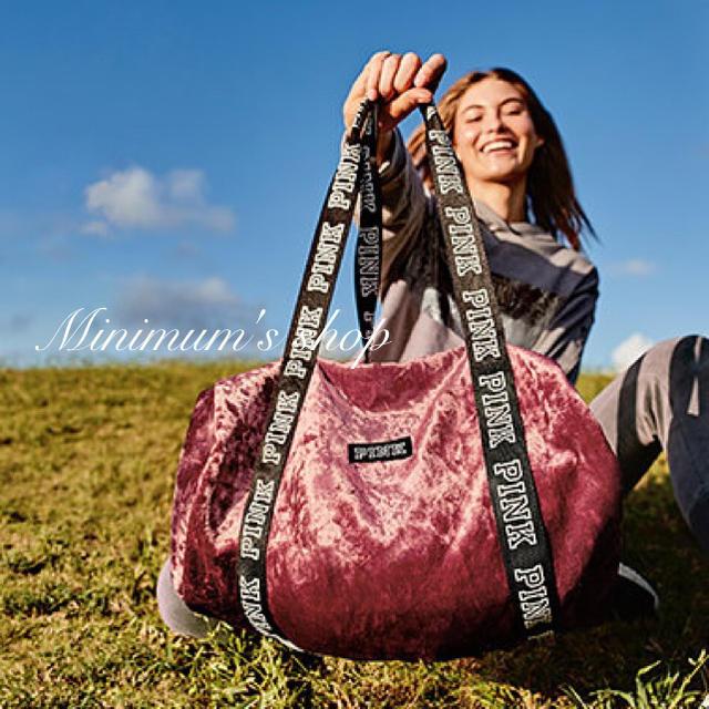 Victoria's Secret(ヴィクトリアズシークレット)のVSベロアボストンバッグ レディースのバッグ(ボストンバッグ)の商品写真