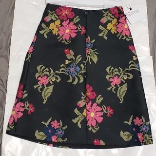レッドヴァレンティノ(RED VALENTINO)の新品・未使用:REDVALENTINOフラワータイトスカート(ひざ丈スカート)