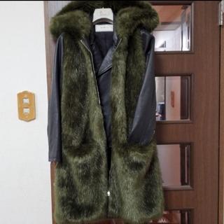 ザラ(ZARA)のZARA フード付き ロング エコファーベスト (毛皮/ファーコート)