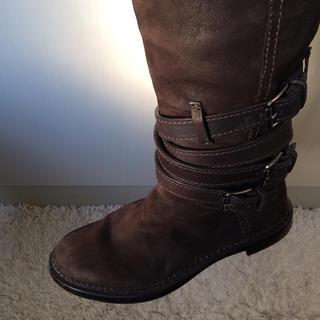 ミュウミュウ(miumiu)のミュウミュウ 茶色スウェードロングブーツ(ブーツ)