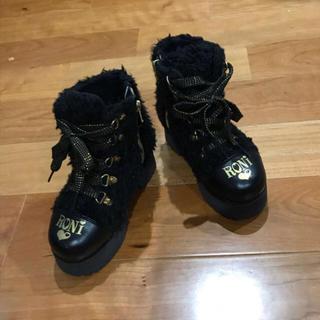 ロニィ(RONI)のRONI ボア ブーツ 17cm 黒ブラック ゴールドロゴ(ブーツ)