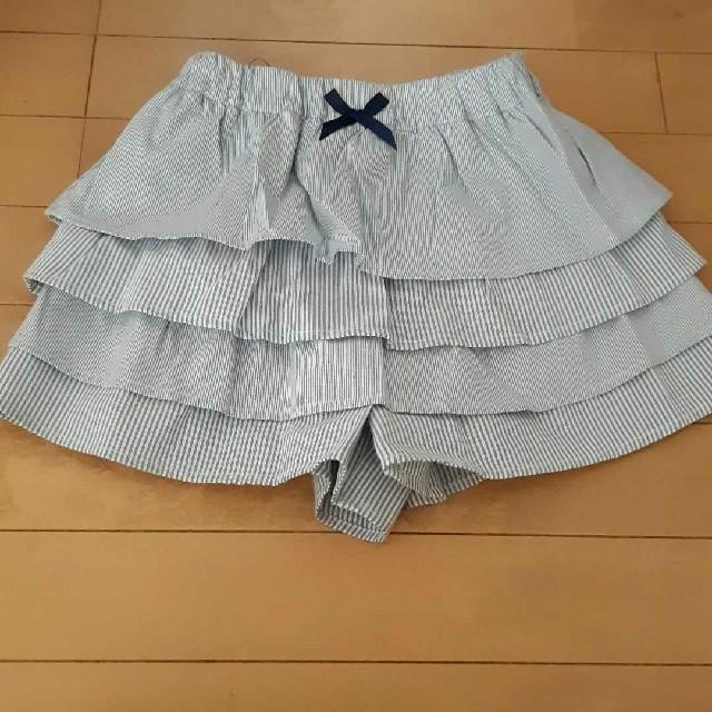 GU(ジーユー)のジーユーGUブルー×白ストラップ柄フリルパンツキュロット140サイズ キッズ/ベビー/マタニティのキッズ服 女の子用(90cm~)(パンツ/スパッツ)の商品写真