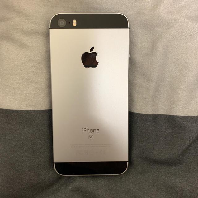 iPhone(アイフォーン)のiPhoneSE スマホ/家電/カメラのスマートフォン/携帯電話(スマートフォン本体)の商品写真