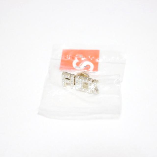 Supreme(シュプリーム)のSupreme Fuck Pin 18fw メンズのファッション小物(その他)の商品写真