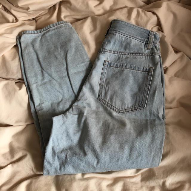 GU(ジーユー)のGU ハイウエストデニム 薄青 レディースのパンツ(デニム/ジーンズ)の商品写真