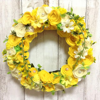 幸せ色✨✨フエルト  リース 黄色のお花畑🍀🍀感謝sale✨✨(リース)