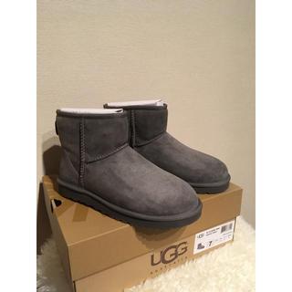 アグ(UGG)の【新品未使用】UGG(アグ)ラクラシックミニ ブーツ ムートン グレー(ブーツ)