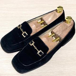 グッチ(Gucci)のGUCCI 37 ホースビットローファー パンプス スエード ブラック 裏張済(ローファー/革靴)