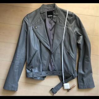 オゾック(OZOC)の美品 豚革 皮 レザー ライダースジャケット グレー 個性的 デザイン カラー (ライダースジャケット)