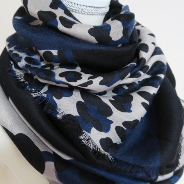 ZARA(ザラ)の《送料込》ストール レオパード柄 ブルー モノトーン 無地 インポート 秋色 レディースのファッション小物(マフラー/ショール)の商品写真