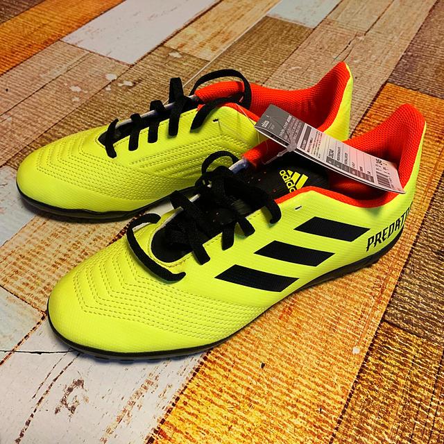 adidas(アディダス)のadidasトレーニングシューズ24.5 スポーツ/アウトドアのサッカー/フットサル(シューズ)の商品写真