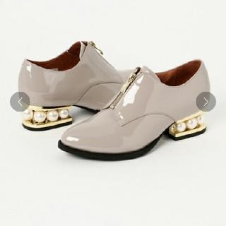 ジェフリーキャンベル(JEFFREY CAMPBELL)の新品未使用 JEFFREY CAMPBELLセンタージッパーエナメルパンプス(ローファー/革靴)