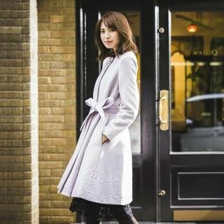 トッコ(tocco)のtocco closet*裾刺繍入り飾りビジュー釦ノーカラードレスコート(ロングコート)