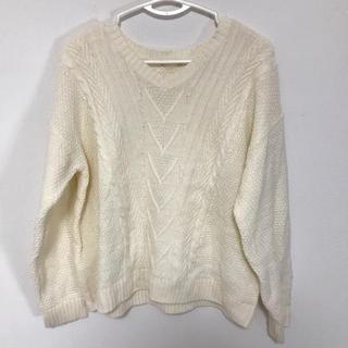 ジーユー(GU)のGU Vネックセーター 白色 Lサイズ(ニット/セーター)