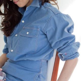 マディソンブルー ハンプトンバックサテンシャツ ブルー01