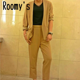 Roomy's ベージュ セットアップ パンツ