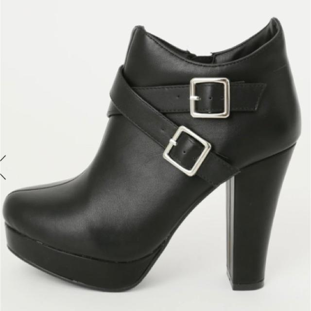 CECIL McBEE(セシルマクビー)のクロスベルト ブーツ レディースの靴/シューズ(ブーツ)の商品写真