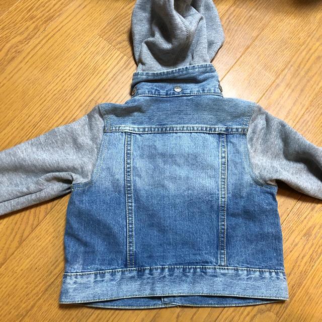 H&M(エイチアンドエム)の袖切り替えデニムジャケット 100cm キッズ/ベビー/マタニティのキッズ服男の子用(90cm~)(ジャケット/上着)の商品写真