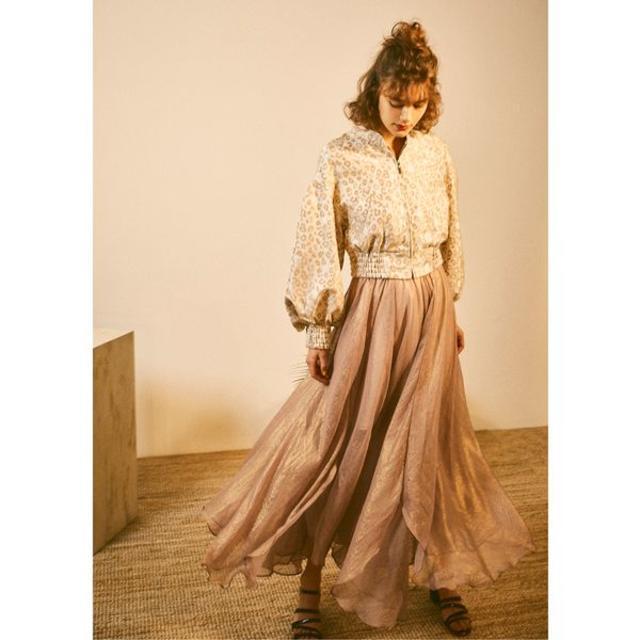 Lily Brown(リリーブラウン)のLily Brown リリーブラウン 光沢シースルーフレアスカート レディースのスカート(ロングスカート)の商品写真