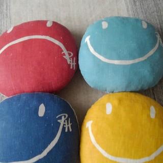ロンハーマン(Ron Herman)のロンハーマン スマイルクッション(赤、水色) 2セット(クッション)