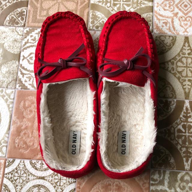 Old Navy(オールドネイビー)のオールドネイビー ボアモカシン 赤 25cm レディースの靴/シューズ(スリッポン/モカシン)の商品写真