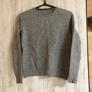 ユニクロ(UNIQLO)のUNIQLO 毛100% ニット セーター グレー サイズSかMくらい(ニット/セーター)