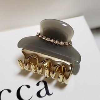 アッカ(acca)の新品未使用 acca アッカ ニューコラーナ 小クリップ グレー (バレッタ/ヘアクリップ)