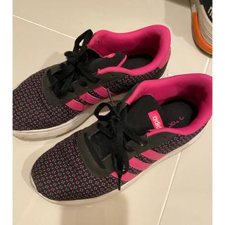 アディダス(adidas)のadidas アディダス スニーカー 24センチ 黒 ピンク(スニーカー)