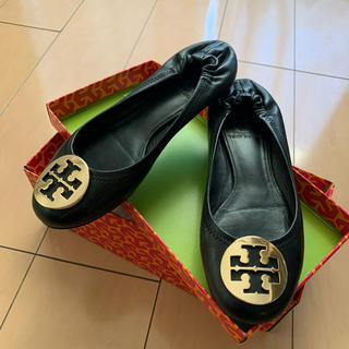 トリーバーチ(Tory Burch)のトリーバーチ フラットシューズ 黒 ゴールド ヒール tory burch 靴(ローファー/革靴)